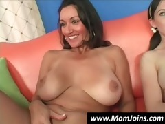 mom-and-daughter-do-the-same-guy-hi 21